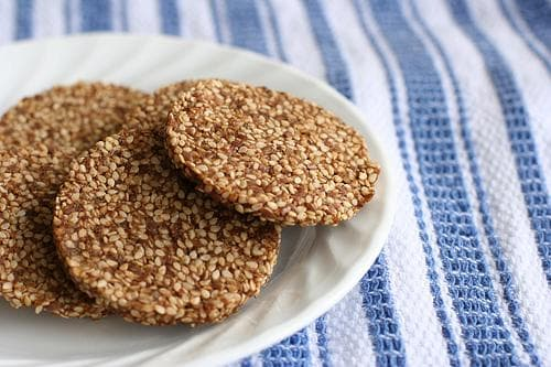 Бисквити със сусамови семена