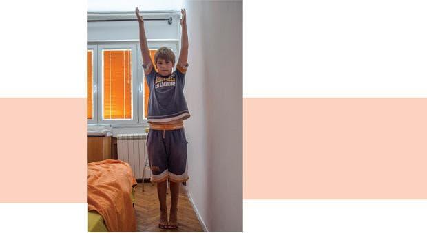 сутрешна гимнастика за деца - повдигане на ръце