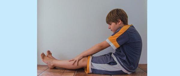 сутрешна гимнастика за деца - наклон напред от седеж
