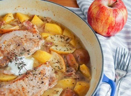 свинско с картофи и ябълки