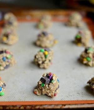 бисквити с тахан, овесени ядки, дражета и шоколад