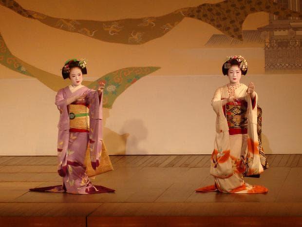 Танцуващи гейши