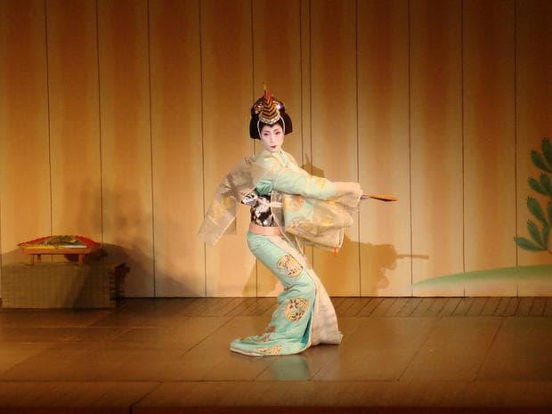 Танцуваща гейша