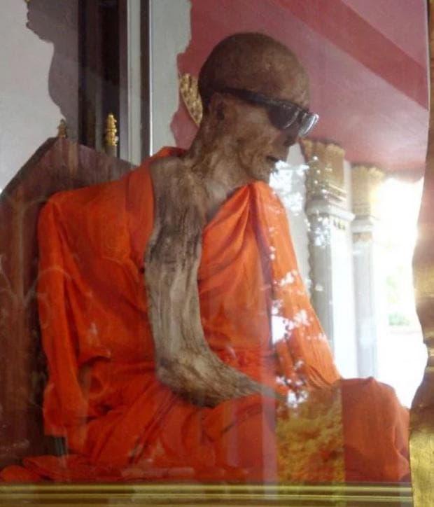 Луанг Фор Даенг Раясило - мумифициран монах от Южен Тайланд