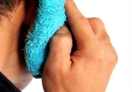 топъл компрес при болка в ухото