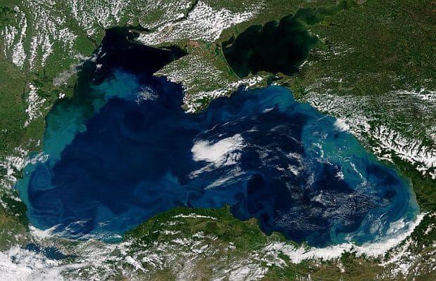 Черно море се обагри в тюркоазено синьо