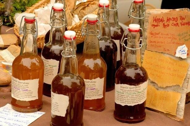 Ябълков оцет в бутилки