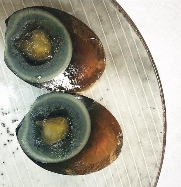 черни яйца
