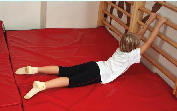 упражнение на шведска стена при кифоза