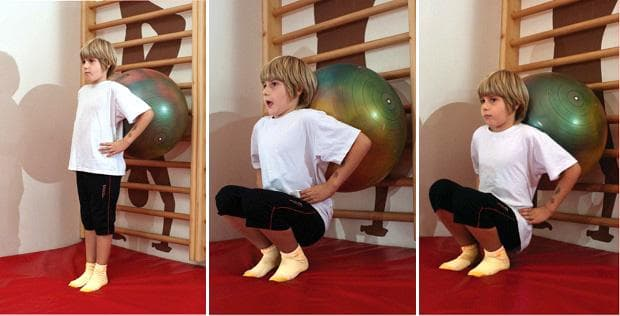 Упражнение при кифоза - клек с фитнес топка