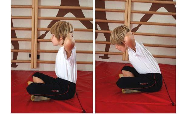 Упражнение при кифоза - наклон от седеж