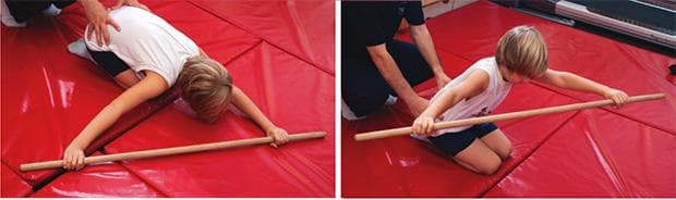 Упражнение при сколиоза с тояжка 2