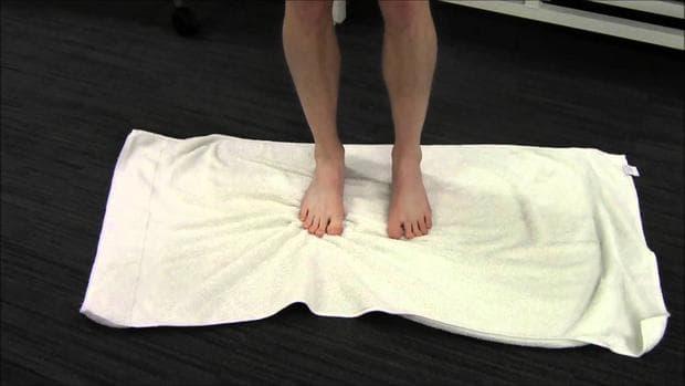 Упражнение с кърпа за стъпала