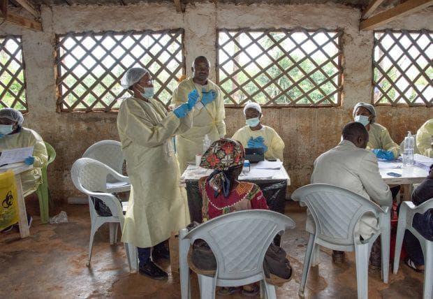 ваксинират срещу ебола