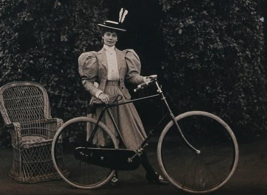 викторианска дама с колело