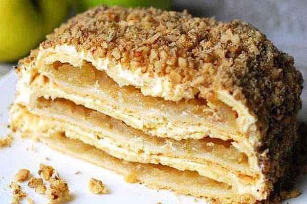 Ябълкова торта с млечен крем и орехи
