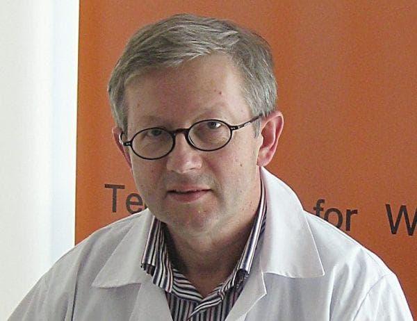 д-р Яцек Степиен