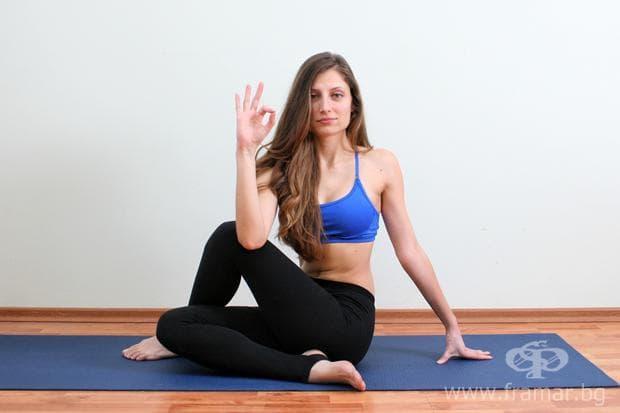йога поза половин странична извивка