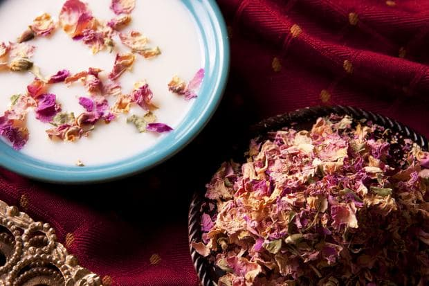 изсушени розови венчелистчета