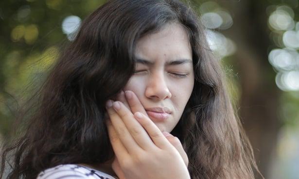 Жена с болка в зъба