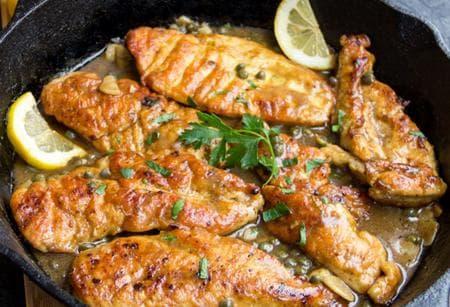 пилешко филе с бяло вино, каперси и лимони