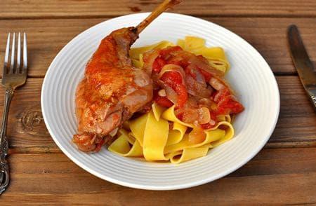 заешко месо със зеленчуци и талиатели