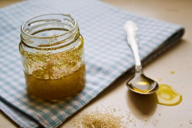 Смес от зехтин, захар и мед в буркан