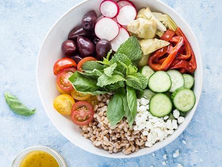 зеленчукова салата с жито