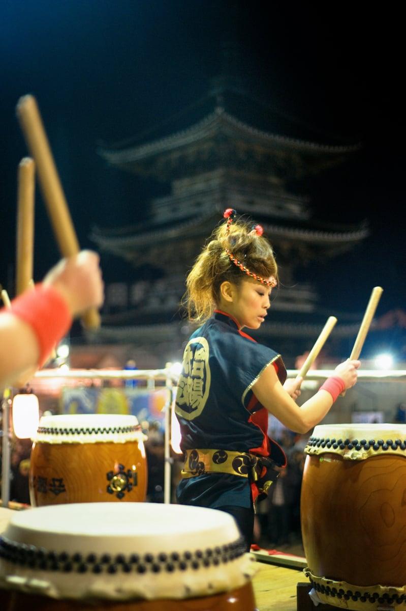 Барабанистка на традиционния японски фестивал
