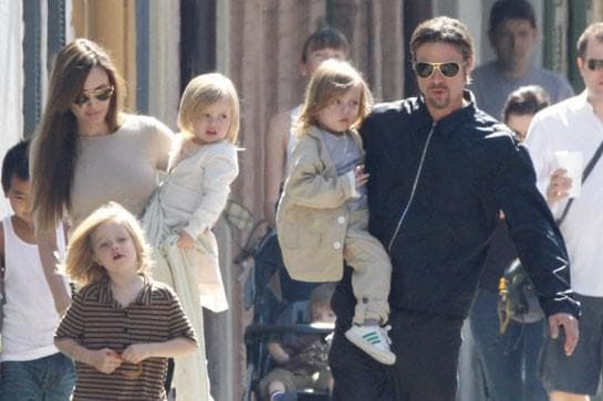 Анджелина Джоли, Брад Пит и близнаците им