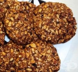Овесени бисквити с ядки, сушени плодове и мед - изображение