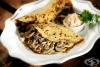 Палачинки с праз, гъби и топено сирене
