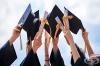 Вижте как абитуриенти от различни страни по света празнуват дипломирането си