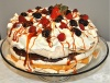 Торта Павлова с карамелов, шоколадов и ванилов крем
