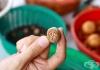 Предотвратете появата на кариес с индийско орехче и карамфил