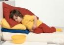 Как да се справим с повръщането при бебета и деца