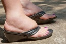 Как да си помогнем при подути крака
