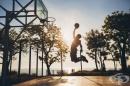 Сутрешната закуска подобрява точността при стрелба в баскетбола