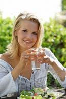 Чаша вода преди хранене топи килограми
