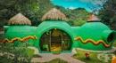 Куполна къща, изградена от бетон и препарат за миене на съдове, краси една от джунглите в Коста Рика