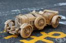 Японка създава сложни скулптури от картонени кутии