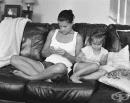 Фотограф премахва смартфоните от снимките ни, за да ни помогне да осъзнаем колко сме пристрастени към технологиите