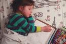 Това сладко 4-годишно момиченце всяка вечер заспива, докато рисува