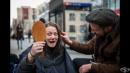 Фризьор, преобразява безплатно бездомници и разказва техните истории  в социалните мрежи