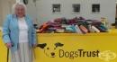 89-годишна жена изплете 450 одеяла и пуловери за кученца от приют