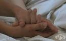 Момченце на 13 години се грижи за майка си, бореща се с рак на маточната шийка
