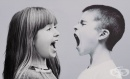 Причините за агресията при малките деца и как да реагираме