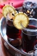 Бирена напитка с мед, червено вино и боровинки