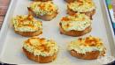 Брускети с кашкавал, яйце, крема сирене и самардала