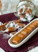 Карамелени медени бонбони